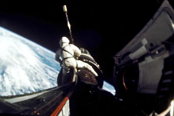 R.Gordon atvirame kosmose