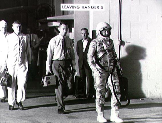 Astronautas W. Schirra palieka S angarą Canaveral iškyšulyje 1962 lapkričio 3